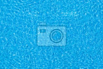 Papiers peints Les ondulations de l'eau sur fond de piscine carrelé bleu.