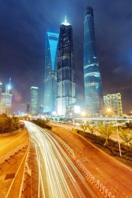 Papiers peints les sentiers de la lumière sur le fond de bâtiment moderne à Shanghai c
