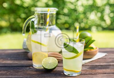 Limonade fraîche avec de la glace