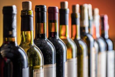 Papiers peints Line of wine bottles. Close-up.