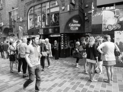 Papiers peints LIVERPOOL, UK - CIRCA JUIN 2016: La discothèque Cavern Club à 10 Mathew Street où les Beatles jouaient en noir et blanc