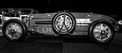 Papiers peints MAASTRICHT, PAYS-BAS - 8 janvier 2015: Racing voiture Bugatti Type 54, 1931. Noir et blanc. International Exhibition & Inter TopMobiel 2015