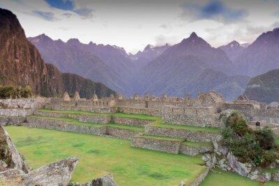Papiers peints Machu Picchu, Cusco, Pérou dans la brume du matin, trouvé sur les pentes abruptes de la Cordillère des Andes.