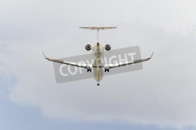 Papiers peints MADRID, ESPAGNE - 14 février 2015: Aircraft -Bombardier CRJ-900-, de la compagnie aérienne -Iberia-, est l'atterrissage sur l'aéroport de Madrid-Barajas -Adolfo Suarez-, le 14 Février à 2015.