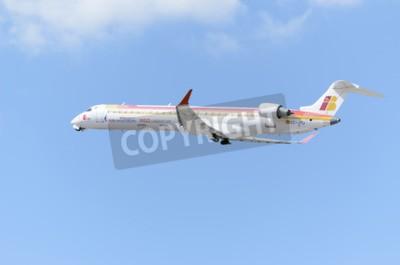 Papiers peints MADRID, ESPAGNE - 14 JUIN 2015: Avion -Bombardier Canadair CRJ-900-, de -Air Nostrum-, prendra son envol de Madrid-Barajas-Adolfo Suarez-, le 14 juin 2015.