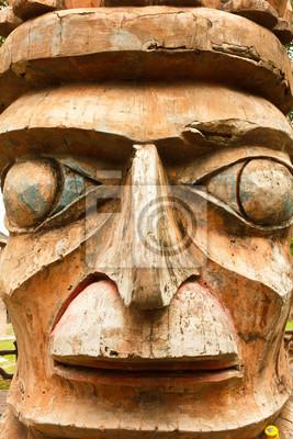main masque en bois fabriqué tailler