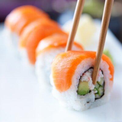 Papiers peints manger des sushis avec chopstricks