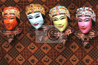 Masque en bois à la main peinture toile de fond