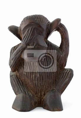 Masque en bois africain isolé sur fond blanc