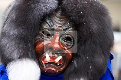 Masque en bois - mélange d'humain et démon