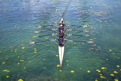 Papiers peints Men's quadruple rowing team on turquoise green lake