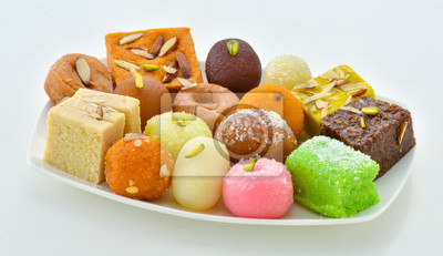 Papiers peints Mix Sweets in Dish, A large variety of Pakistani Mithai