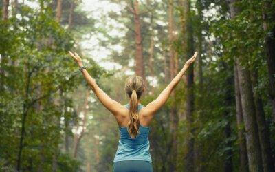 Papiers peints mode de vie sain remise en forme femme sportive début de la superficie forestière