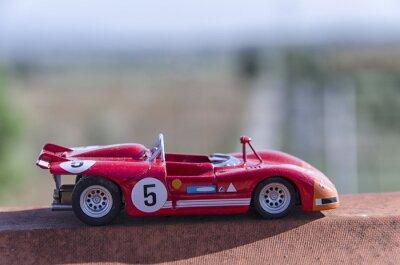 Papiers peints Modèle d'une voiture de course ancienne au soleil