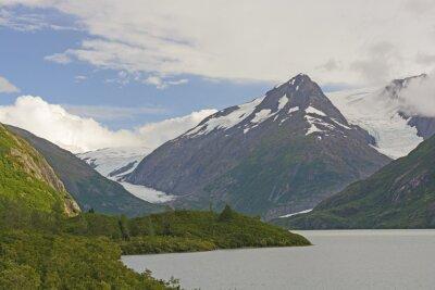 Papiers peints Montagnes et glaciers dans une vallée éloignée