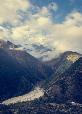 Papiers peints Montagnes surplombant la vallée.