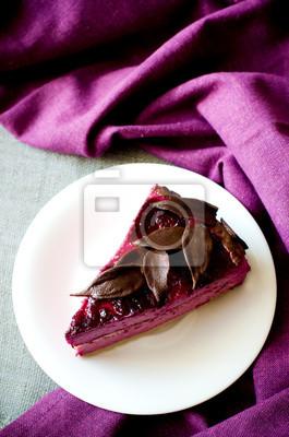 morceau de gâteau soufflé violet cassis