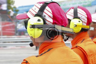 Moteur équipe de sauvetage sportif avec un casque