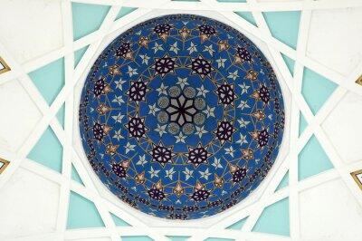 Papiers peints Motif à l'intérieur du dôme principal de la mosquée de Sarawak. La plus grande mosquée musulmane de l'État de Sarawak, en Malaisie orientale. Base de conception de motif de répétition sur la géométrie