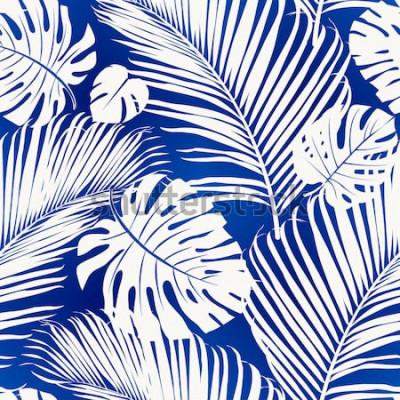 Papiers peints Motif répété sans couture avec des silhouettes blanches de palmier laisse sur fond bleu.