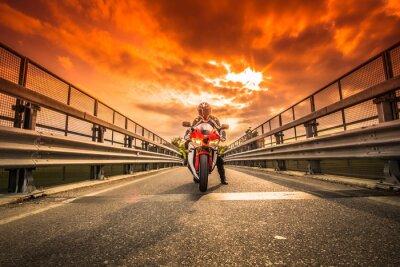 Papiers peints Moto da strada pronta alla partenza sotto non cielo rosso Al Tramonto
