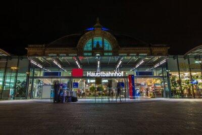 Papiers peints Nachtaufnahme des Bahnhofes à Halle Saale