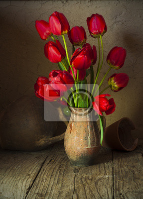 nature morte avec des tulipes et fleurs de cerisier