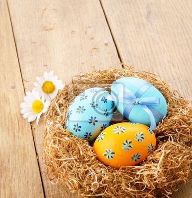 Oeufs de Pâques dans le nid
