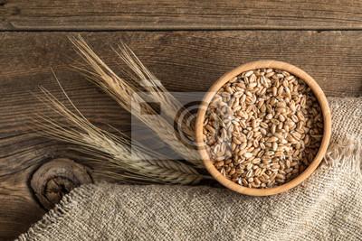 Oreilles de céréales et bol de grain.