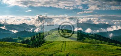 Papiers peints Panorama à couper le souffle du matin nature sauvage haute dans les montagnes
