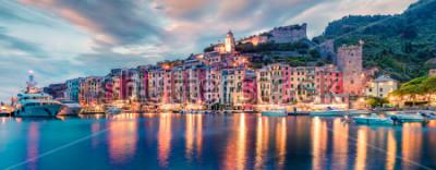 Papiers peints Panorama de printemps fantastique de la ville de Portovenere. Scène de soirée magnifique de la mer Méditerranée, Ligurie, province de La Spezia, Italie, Europe. Fond de concept de voyage.