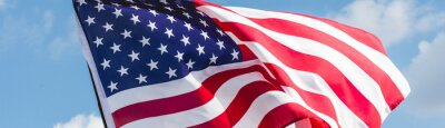 Papiers peints panoramic shot of american flag with stars and stripes against blue sky
