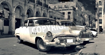Papiers peints Panoramic view of shabby old havana street with vintage classic american cars