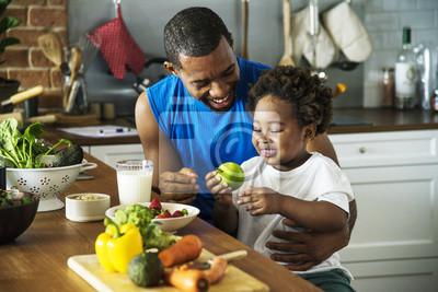 Papiers peints Papa et son fils cuisinent ensemble