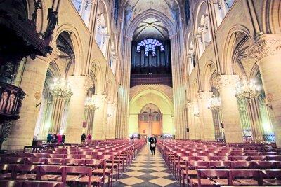 Papiers peints Paris, France, le 6 février 2016: intérieur de Notre Dame de Paris, l'un des symboles de Paris
