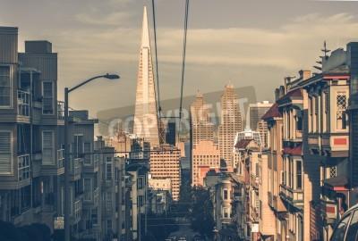 Papiers peints Paysage urbain de San Francisco au coucher du soleil avec les gratte-ciel du centre-ville à une distance. San Francisco, Californie, États-Unis. Architecture de San Francisco dans le classement de la
