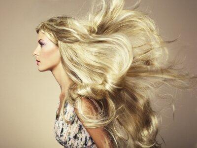 Papiers peints Photo de belle femme avec de magnifiques cheveux