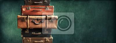 Papiers peints Pile Vintage Ancient Suitcases design Format long