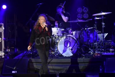Papiers peints PILSEN, RÉPUBLIQUE TCHÈQUE - 27 JUILLET 2016: célèbre chanteur anglais Robert Plant Au cours de sa représentation à Pilsen, République tchèque, le 27 juillet 2016.