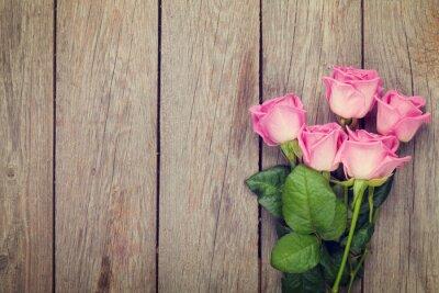 Papiers peints Pink roses bouquet over wooden table