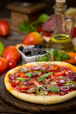 Pizza au jambon, champignons et fromage