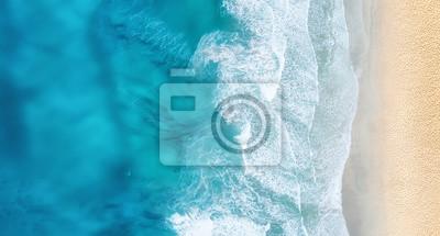Papiers peints Plage et vagues de la vue de dessus. Fond d'eau turquoise de la vue de dessus. Paysage marin d'été de l'air. Vue de dessus du drone. Concept et idée de voyage