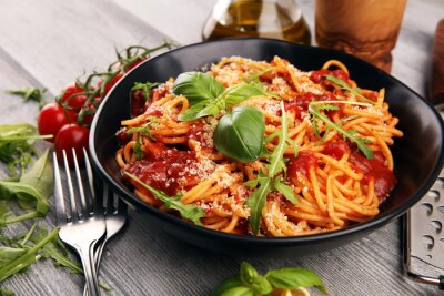 Papiers peints Plate of delicious spaghetti Bolognaise or Bolognese with savory minced beef and tomato sauce garnished with parmesan
