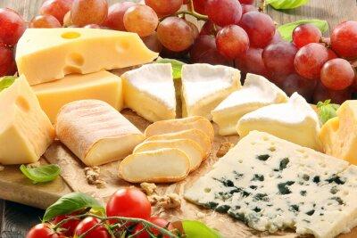 Papiers peints Plateau de fromages - différents types de composition du fromage