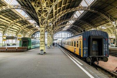 Papiers peints Plateformes de train à la gare de Vitebsk.Saint-Petersburg.