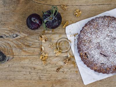 Plum tarte avec prune fraîche et noix