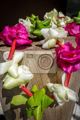 Polynesian flower necklace papier peint papiers peints - Papier peint vinyle expanse ...