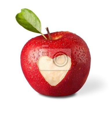 Pomme rouge frais avec le symbole du coeur et de feuilles