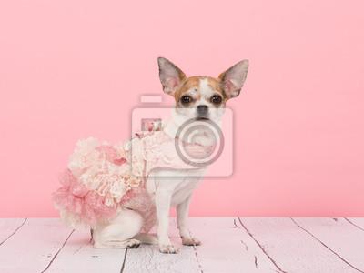 Porter une robe rose
