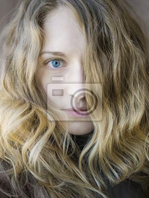 Portrait d'une jeune fille blondy